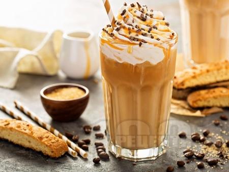 Студен мока шейк с ванилия, сметана и кафе - снимка на рецептата
